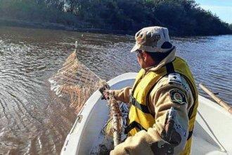Redes que atravesaban un río fueron decomisadas tras la reacción de vecinos del cauce