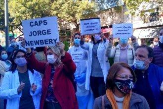 """""""Maltratan al sector que más sufrió en la pandemia"""": profesionales de la salud protestaron frente al ministerio"""