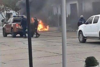 Galimberti repudió accionar de vecinos que prendieron fuego frente al municipio