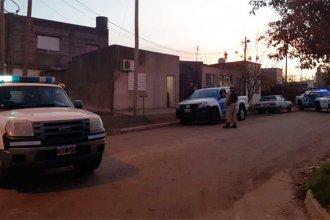 Antes de caer la noche, allanaron vivienda en la que vendían cocaína y marihuana y detuvieron a un hombre