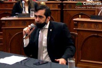 """Tras el acalorado pedido del peronista Gallo para que """"rajen"""" a Benedetto, apareció el decreto de desvinculación"""