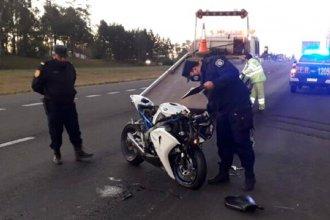 Motociclista perdió la vida al impactar contra un camión