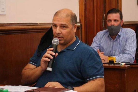 """Un concejal trató de """"comunistas"""" a los dirigentes de Agmer y el partido salió con los tapones de punta"""