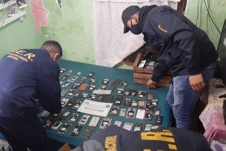 ¿Una banda roba celulares? Allanamientos, 150 móviles encontrados y una zona de robos