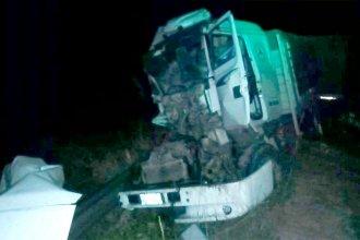 Madrugada accidentada en la Autovía 14: camión impactó de atrás a otro que circulaba más despacio