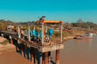 """Trasladarán una bomba de agua de Paraná, para """"independizarse"""" de la altura del río"""