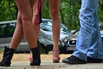 Extranjeros y un círculo de chicas vulnerables: el entramado de una denuncia sexual que salpica a un aserradero