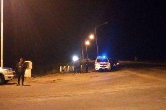 Las luces del acceso estarían apagadas, el conductor siguió de largo, volcaron y murió un joven de 21 años