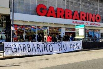 Mientras se acentúa la crisis, Garbarino intenta avanzar con dos frentes de negociaciones