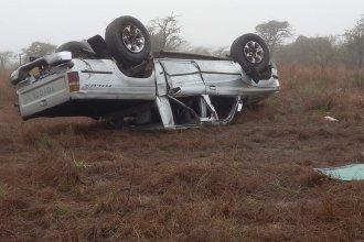Cinco personas fueron hospitalizadas tras el despiste y vuelco de una camioneta