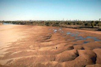 El Paraná, cada vez con menos agua: con 34 cm por debajo del cero, caminan sobre su lecho