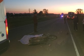 Pese a llevar el casco puesto, motociclista perdió la vida al chocar contra un colectivo