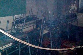 """Un incendio destruyó una escuela entrerriana: """"El esfuerzo de tanto tiempo desapareció en un rato"""""""