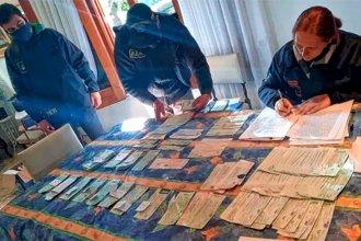Usaban cheques apócrifos para comprar autos: hay un detenido y tres vinculados a la causa