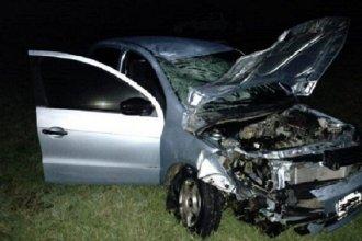 Murieron dos jóvenes a bordo de una moto tras impactar contra un auto