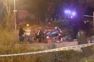 Fallecieron tres personas en violento choque contra un árbol
