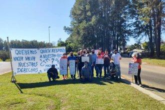 """Movilización en el Perilago expuso que el hotel Ayuí sigue cerrado: """"Queremos trabajar"""", piden sus empleados"""