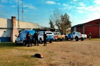 Más de 20 celulares y armas de fabricación casera, entre los elementos secuestrados a los policías detenidos