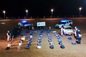 Container, falsa pared y dos vehículos: frustraron ardid montado para millonario contrabando en la costa del Uruguay