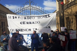 Trabajadores del cerrado hotel Ayuí llevaron sus reclamos a la Secretaría de Trabajo