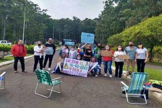 """Llevaron a Salto Grande su pedido para que reabran la frontera: """"Las familias seguimos partidas en dos"""""""