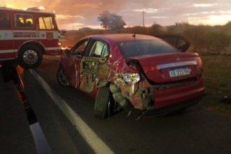 """""""El camionero estaba dormido"""", dijo la Policía; """"Me fui para el costado pero me chocó igual"""", dijo el automovilista"""