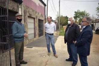 Directivos de CAFESG visitaron a Víctor, un jubilado que recibió el crédito para termotanques solares