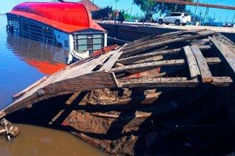Bajante del agua permite contemplar antigua barcaza hundida en un puerto entrerriano