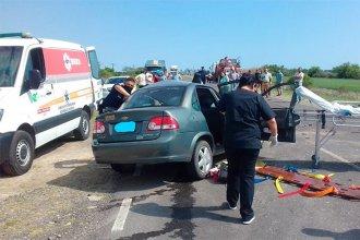 Mujer falleció tras choque entre un auto y un camión en ruta 12