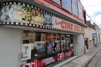 Después de 83 años y asfixiado por deudas, cerró sus puertas el cine Rex de Paraná