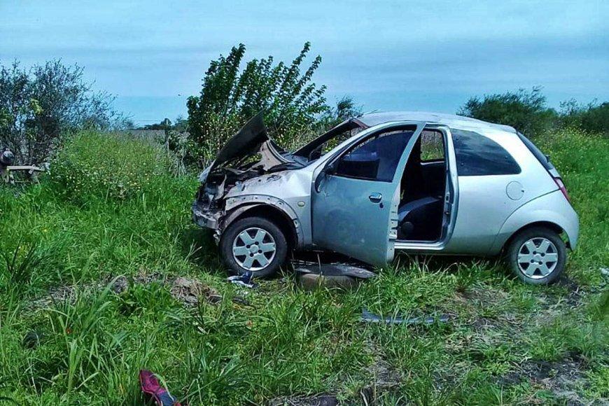 La conductora del Ka terminó con varias fracturas.