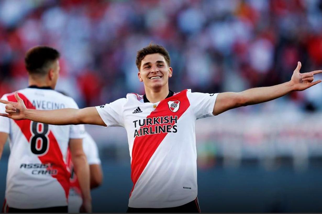 Álvarez marcó un doblete, en el Superclásico.