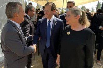 Junto al presidente y al primer ministro de Israel, Urribarri participó de un homenaje a Shimon Peres