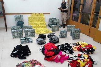 Querían llevar medicamentos y ropa de manera ilegal a Uruguay, pero fueron atrapados en la playa