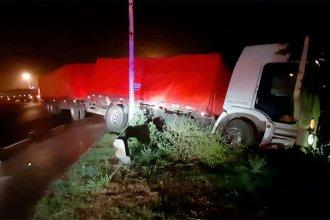 """Cubierto por una """"densa neblina"""", perdió el control de su camión e impactó contra el guardarraíl"""