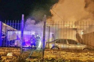 Bomberos Voluntarios rescataron a un niño de una casa que ardió en llamas