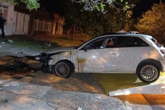 Conductor murió luego de volcar y chocar contra una vivienda