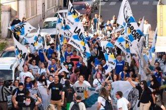 """La Cámpora con """"más banderas que gente"""" y un exlegislador enojado con el gobierno por el """"voto hambre"""""""