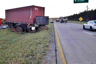Tractor y camión impactaron en la autovía 14 y un joven debió ser internado en el hospital de Colón