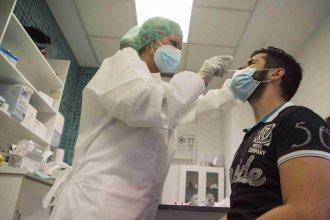 Después de 20 semanas, aseguran que volvió a subir el promedio de contagios en el país