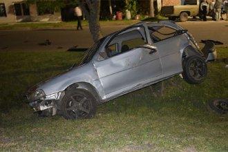 Policía está internado en grave estado luego de despistar en su auto