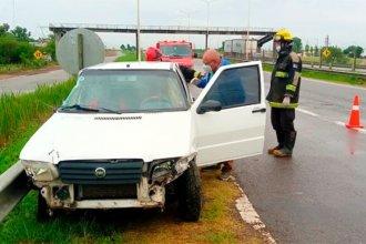 Camión habría colisionado a un auto que terminó sobre el guardarraíl en la autovía 14