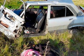Impactante choque entre un auto y un camión: una familia fue hospitalizada