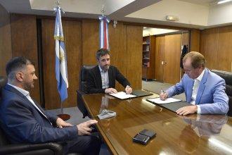 Junto al jefe de campaña del PJ, Bordet firmó un incremento de 150 millones para créditos a pymes