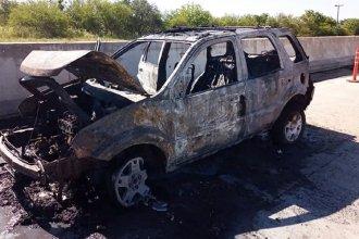 En plena ruta, un vehículo se prendió fuego completamente