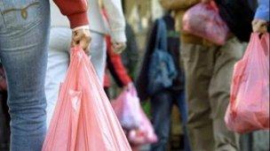 Prohibieron en Villa Elisa el uso de bolsas plásticas