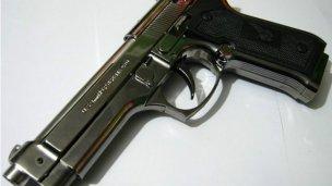 Asaltaron una pollería con una pistola de juguete
