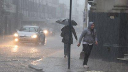 La lluvia desbordó arroyos y afectó a 150 familias