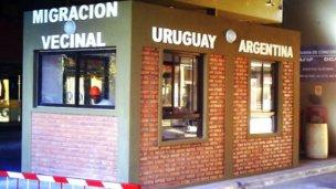 Otro escollo burocrático impide agilizar el paso por la frontera