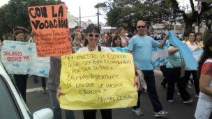 Urribarri y Urquiza, unidos por nueva marcha docente en Concordia